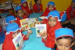 pelajar-tk-membaca-komik-literasi-anak-seri-moral-dan-kesehatan91