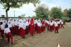 persiapan-upacara-anak-sekolah-dasar